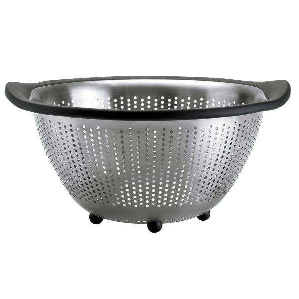 oxo good grips 5 quart stainless steel colander assists individuals with food preparation. Black Bedroom Furniture Sets. Home Design Ideas